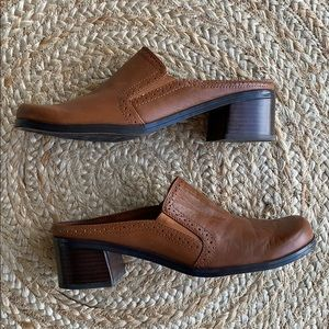 Naturalizer leather clogs brown